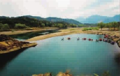雁荡山风景区主要指温州乐清市境内的北