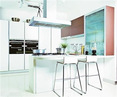 特别是古典或欧式风格的厨房,如果放置普通的冰箱,很容易显得突兀