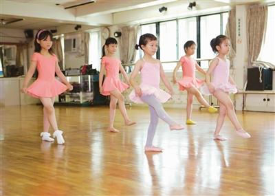 学龄前儿童慎学拉丁舞