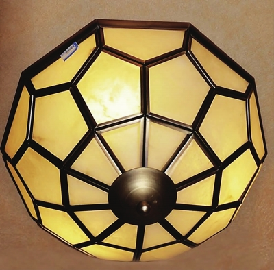 欧式烛台吊灯   欧洲古典风格的吊灯,灵感来自古时人们的烛台照明