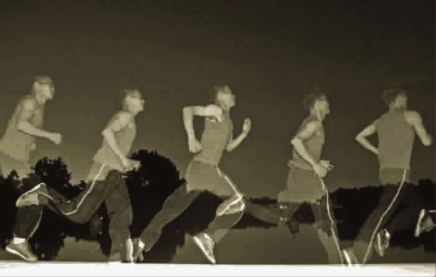 城市夜跑者需要掌控好跑步时间:饭后一小时 运动方合适