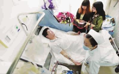 二工大男生上午捐献造血干细胞 该校8年10例捐献者