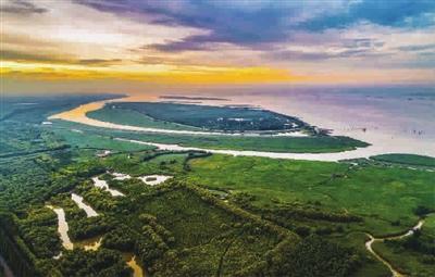 """是中国第三大岛,被誉为""""长江门户,东海瀛洲"""",是世界上最大的河口冲积"""