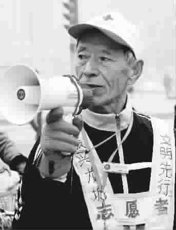 """a13: 中国新闻 本版列表新闻 太原街头""""最可爱的老头"""" 西安""""疯狂渣土"""