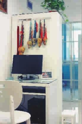 玻璃面电脑桌组装步骤图