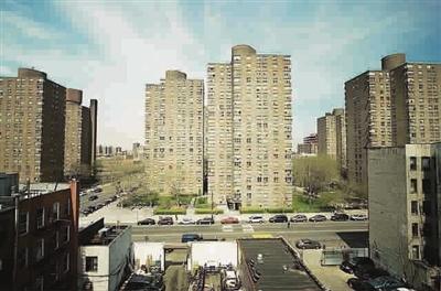 《纽约杂志》记者马克·雅各布森一个住公宅的朋友说,她理解