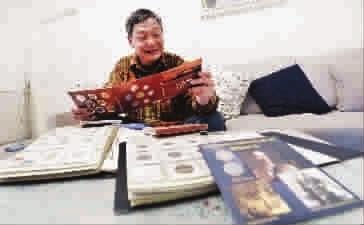 除了船模,吴林照还喜欢收集世界各国硬币