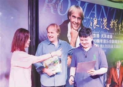 拥有特殊音乐天赋的上海自闭症儿童刘明康,如今受到了国际大师的